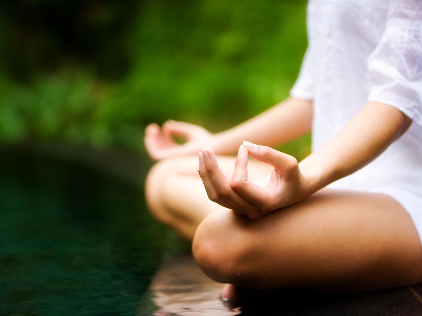 pessoa-meditando
